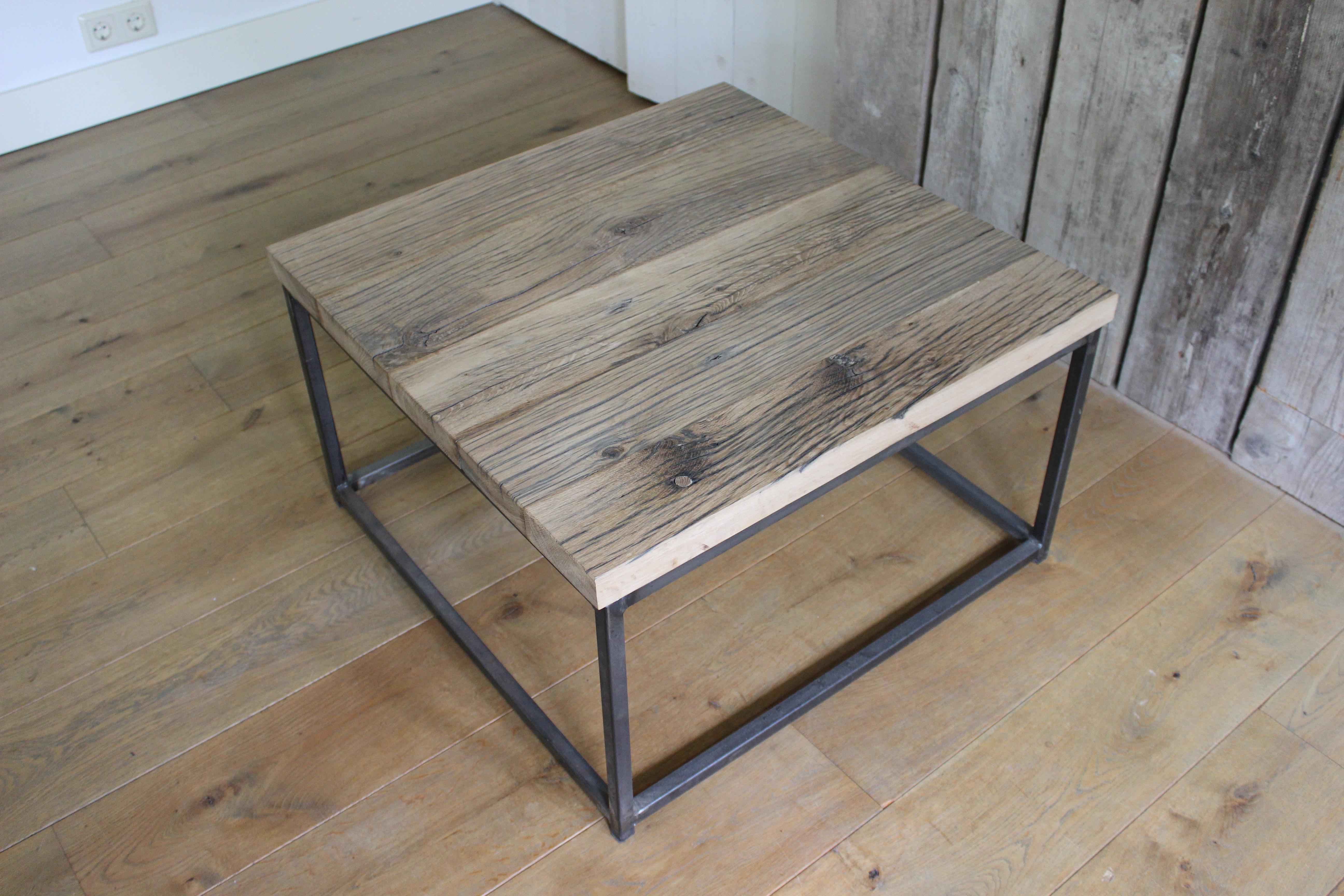 Salontafel hout met ijzeren frame