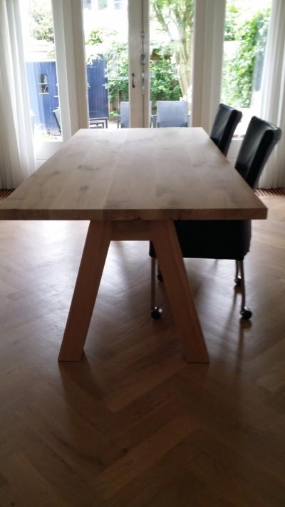 Eettafel eiken houten onderstel schuin