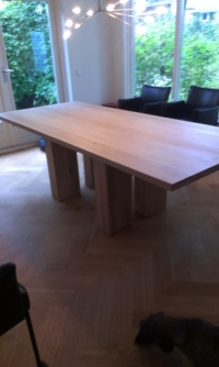 Eiken tafel bijzonder houten onderstel