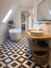 Badkamer meubel boomstam planken